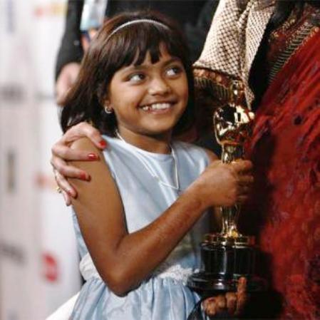 """Padre de actriz de """"Slumdog Millonaire"""" acusado de intentar vender a su hija"""