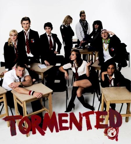 """Trailer online de la película """"Tormented"""", con Alex Pettyfer, Dimitri Leonidas y Tuppence Middleton"""
