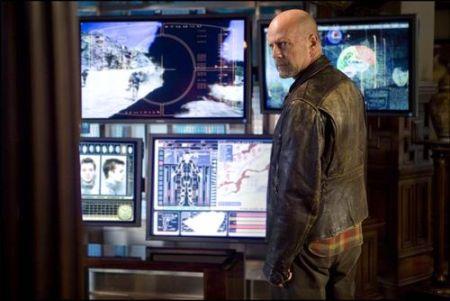 """Trailer online de la película """"Surrogates"""", con Bruce Willis y Radha Mitchell"""