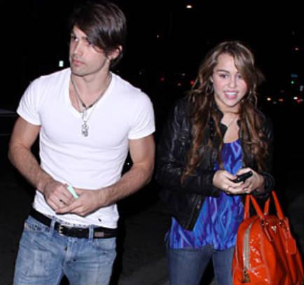 ¿Miley Cyrus y Justin Gaston hablan sobre su ruptura vía Twitter?