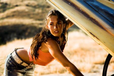 Megan Fox al borde de la muerte (artística)