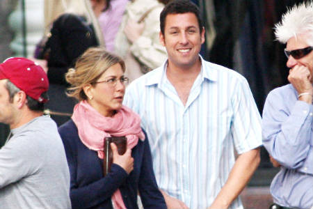 Jennifer Aniston y Adam Sandler en el set de Just Go With It, galería de fotos