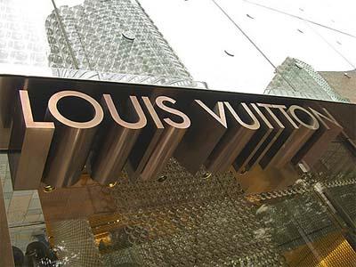 Louis Vuitton denuncia a la Warner