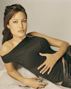 Angelina Jolie y Pierce Brosnan en otro remake (innecesario)