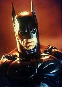 Los superhéroes más sexies: Batman (por George Clooney) y Lara Croft