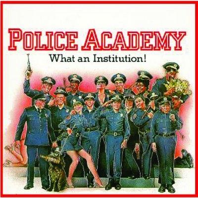 """Kim Cattrall y Sharon Stone en negociaciones para participar en """"Loca Academia de Policía"""""""