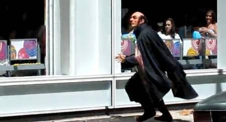 Videos online de Hank Azaria en el set de la película Los Pitufos