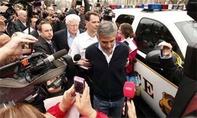 George Clooney detenido por manifestarse por la situación de Sudán